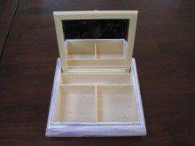 Pudełko z lustekiem