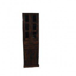 witryna z przeszklonymi drzwiami