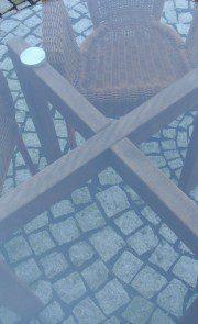 stolik ze szklanym blatem