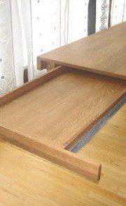 stół z wysuwaną szufladą