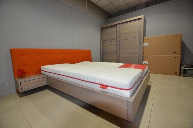 Łóżko drewniane z zagłówkiem tapicerowanym kolor grey