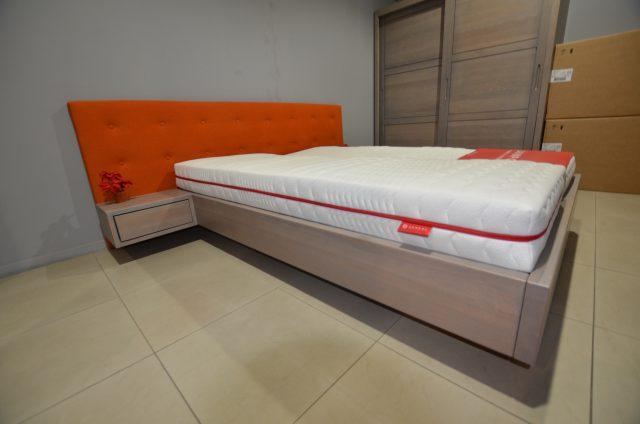 Łóżko drewniane wiszące z zagłówkiem tapicerowanym kolor grey