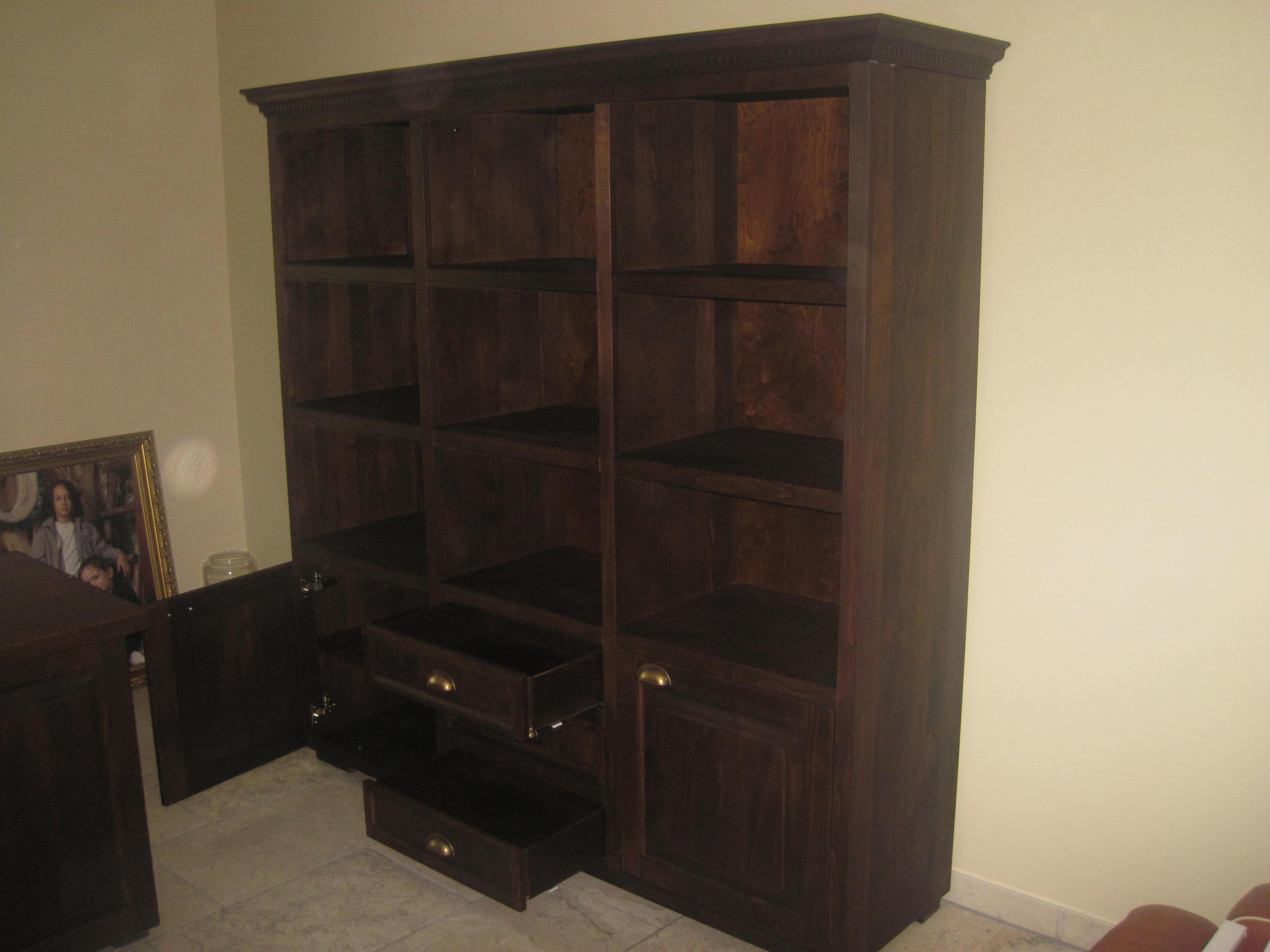 Biblioteka z drewna bukowego do domowego gabinetu