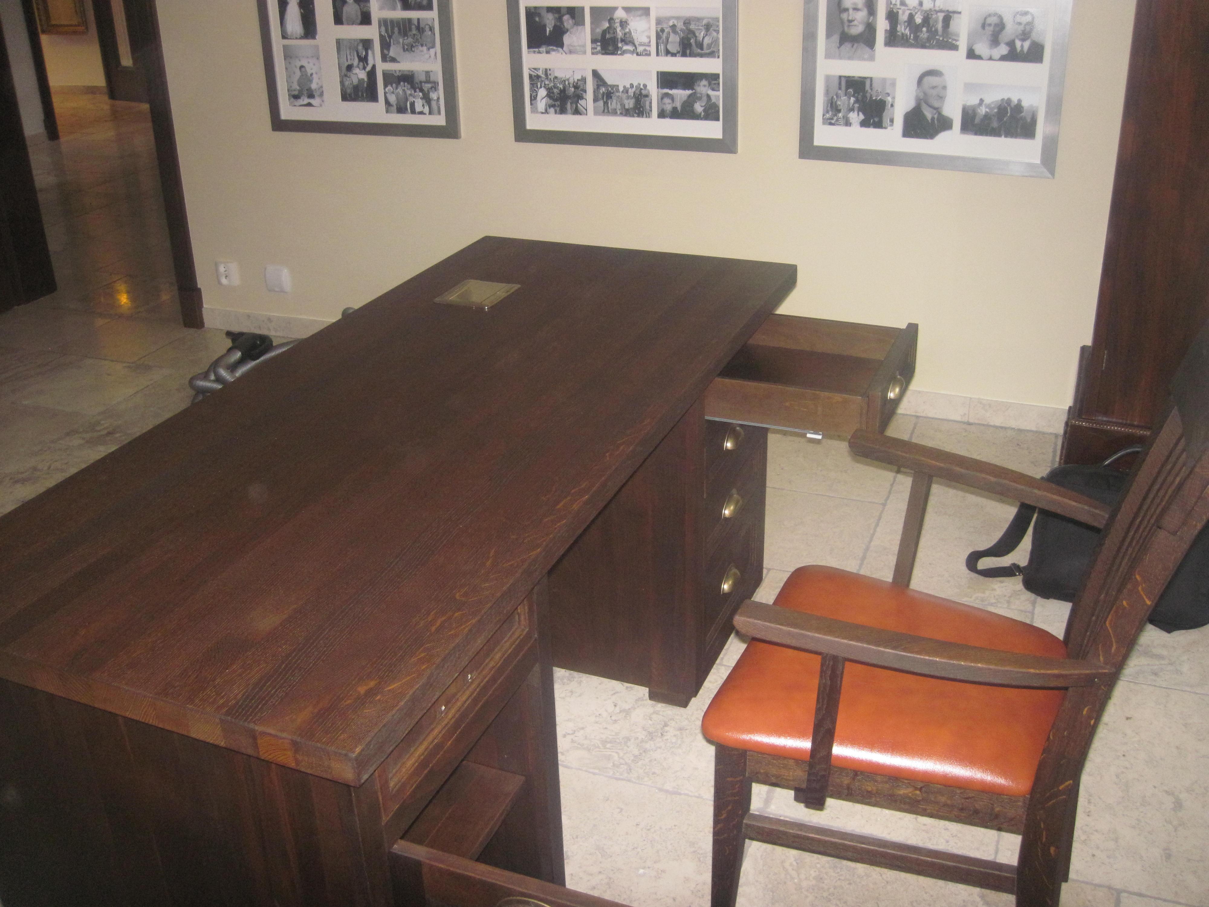 Biurko w gabinecie domowym