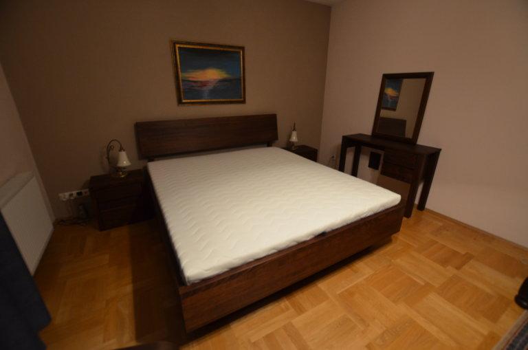 Realizacja łóżko bukowe LK7 zagłówek B szafki nocne Madras dwie szuflady, toaletka