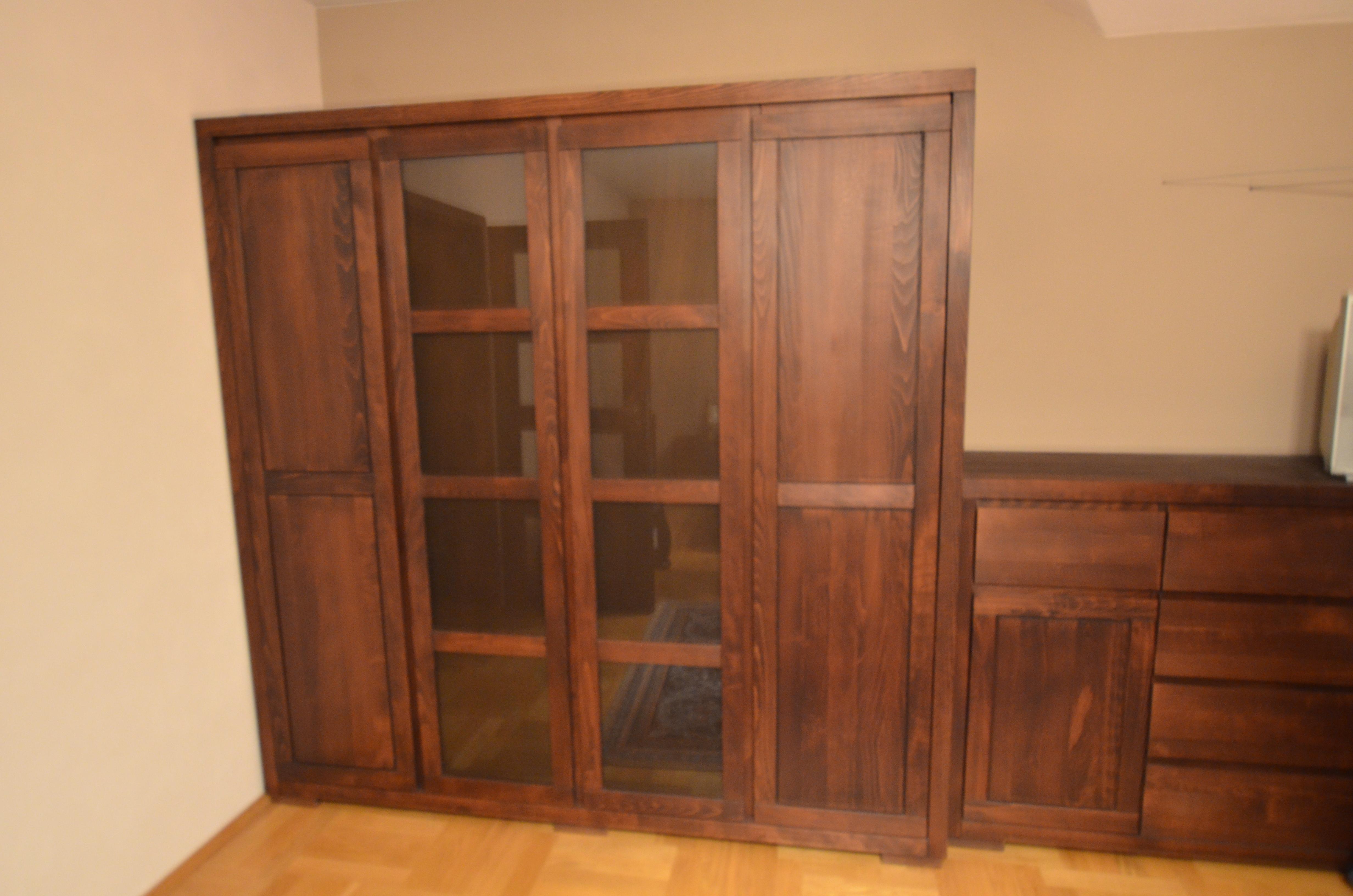 Szafa w sypialni czterodrzwiowa drewno bukowe kolor La