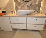 Meble według projektu do łazienki z drewna dębowego