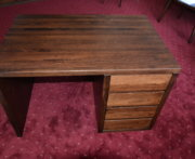 Biurko z drewna bukowego z trzema szufladami
