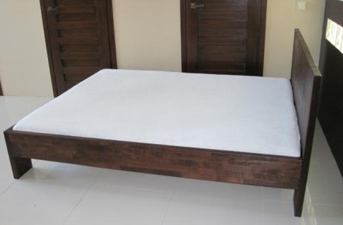 łóżko buk barwiony na kolor brązowy