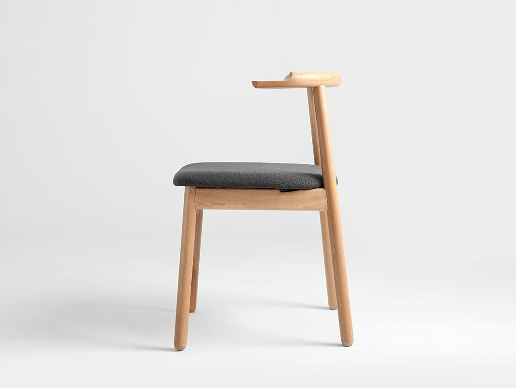 krzesło w buku naturalnym