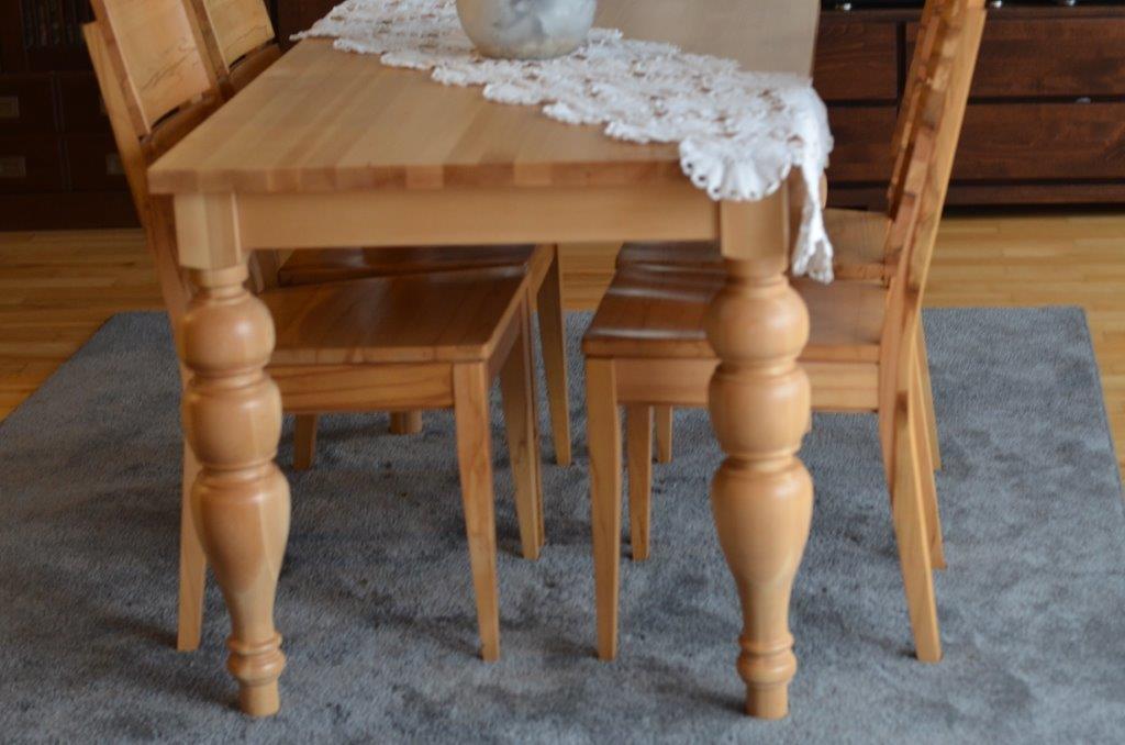 stół toczonymi nogami bukowe