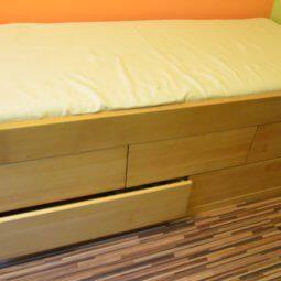 łóżko bukowe z szufladmi