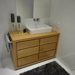 meble łazienkowe- dąb naturalny pojemna komoda łazienka
