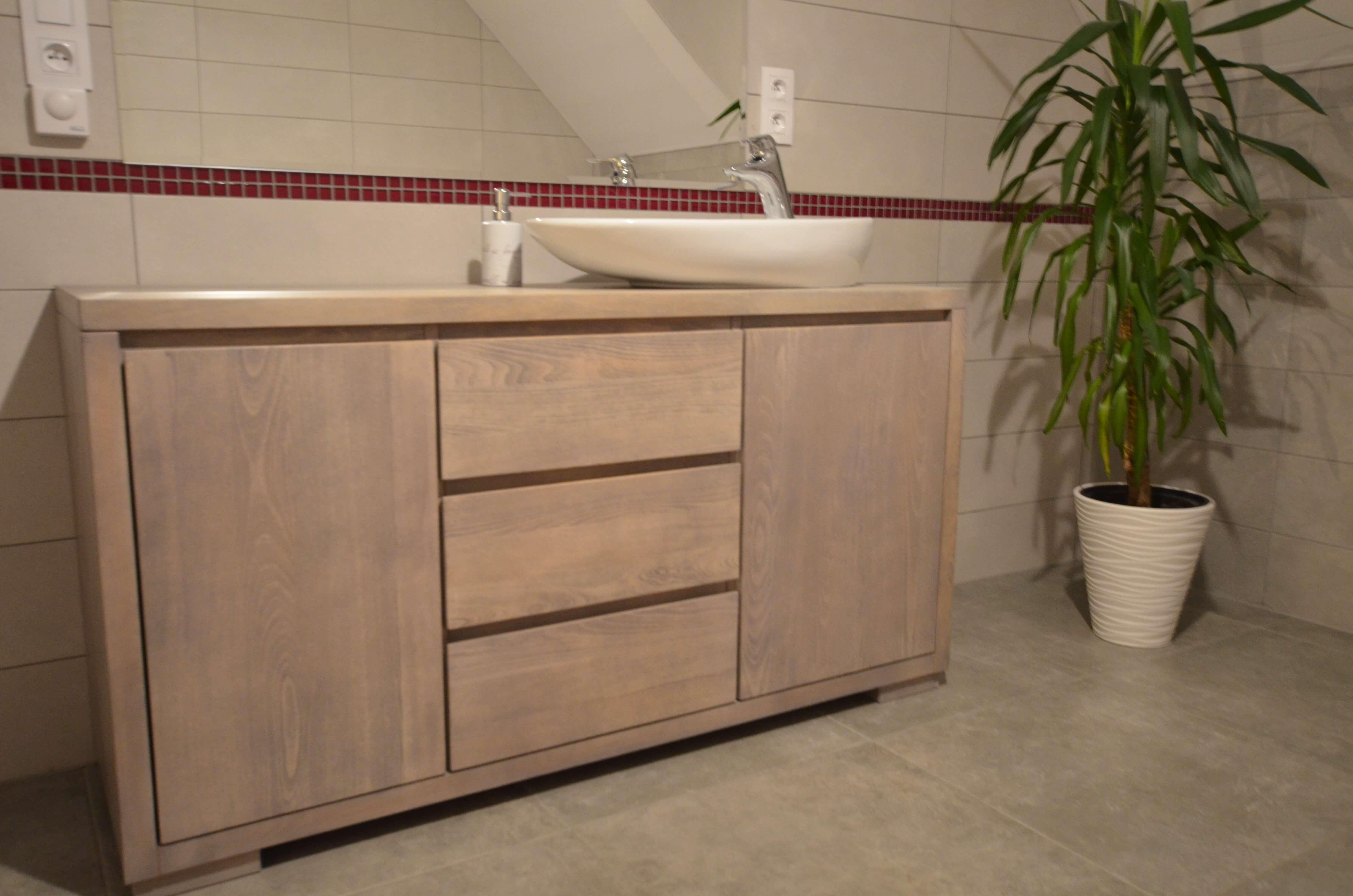 Pojemne komody łazienkowe