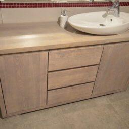 duża pojemna komoda w łazience