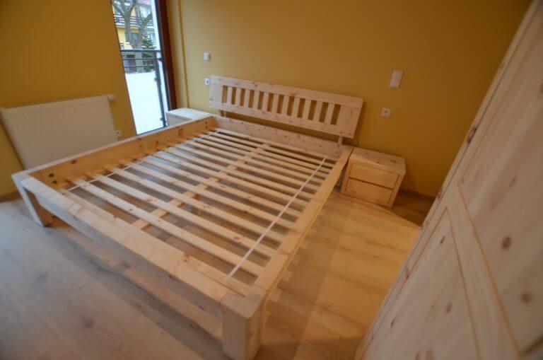 masywne łóżko z limby