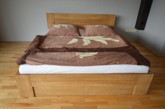 łóżko ze skrzynią i stelażem podnoszonym