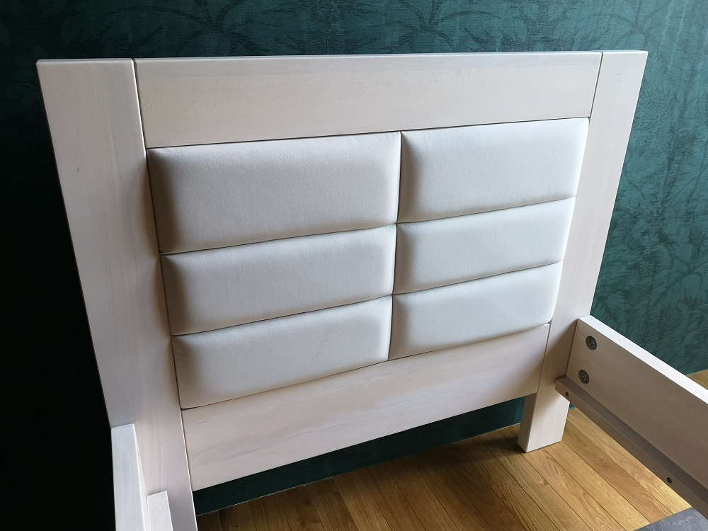 Łóżko bielone