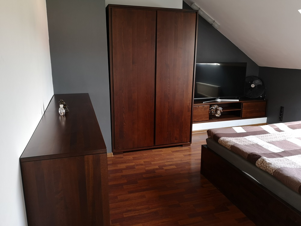 Sypialnia z drewna bukowego kolor la