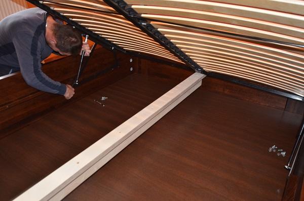 montowanie stelaża do skrzyni łóżka
