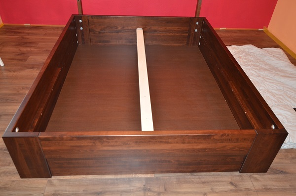montaż skrzyni łóżka, wnętrze skrzyni łóżka
