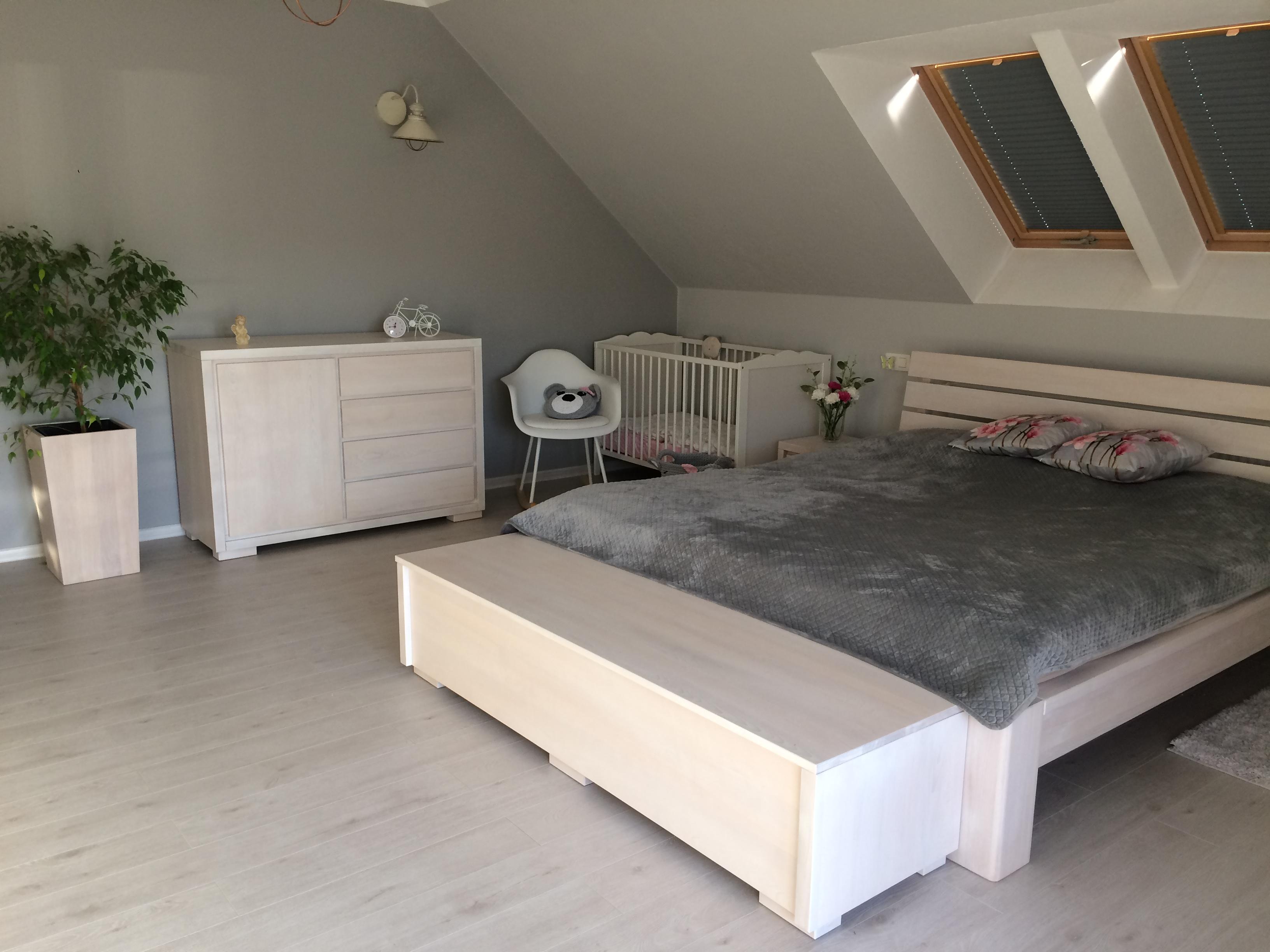 Sypialnia z litego drewna bukowego bielonego
