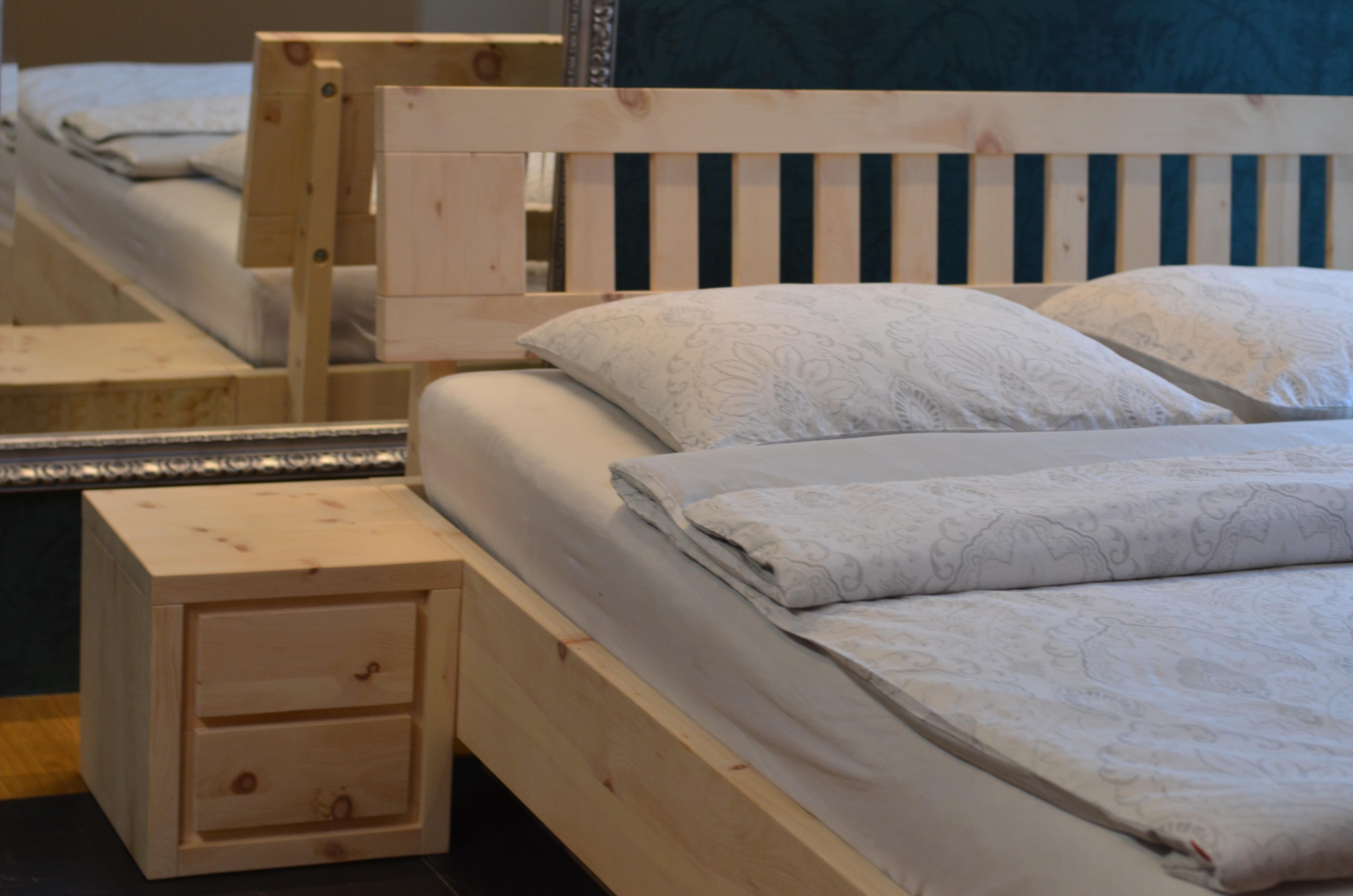 szafka nocna z drewna alpejskiej limby