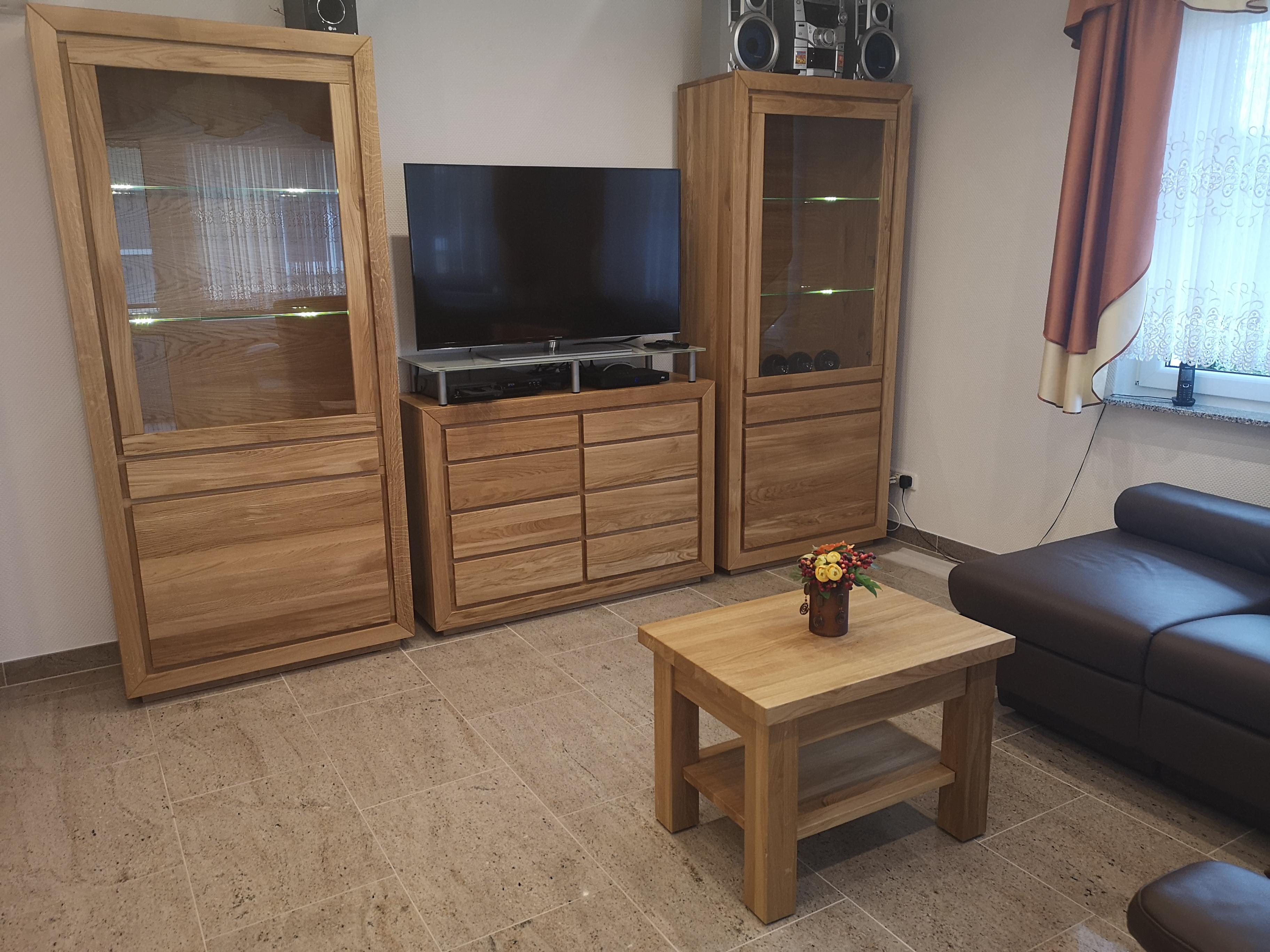 meble do salonu z drewna dębowego kolor naturalny