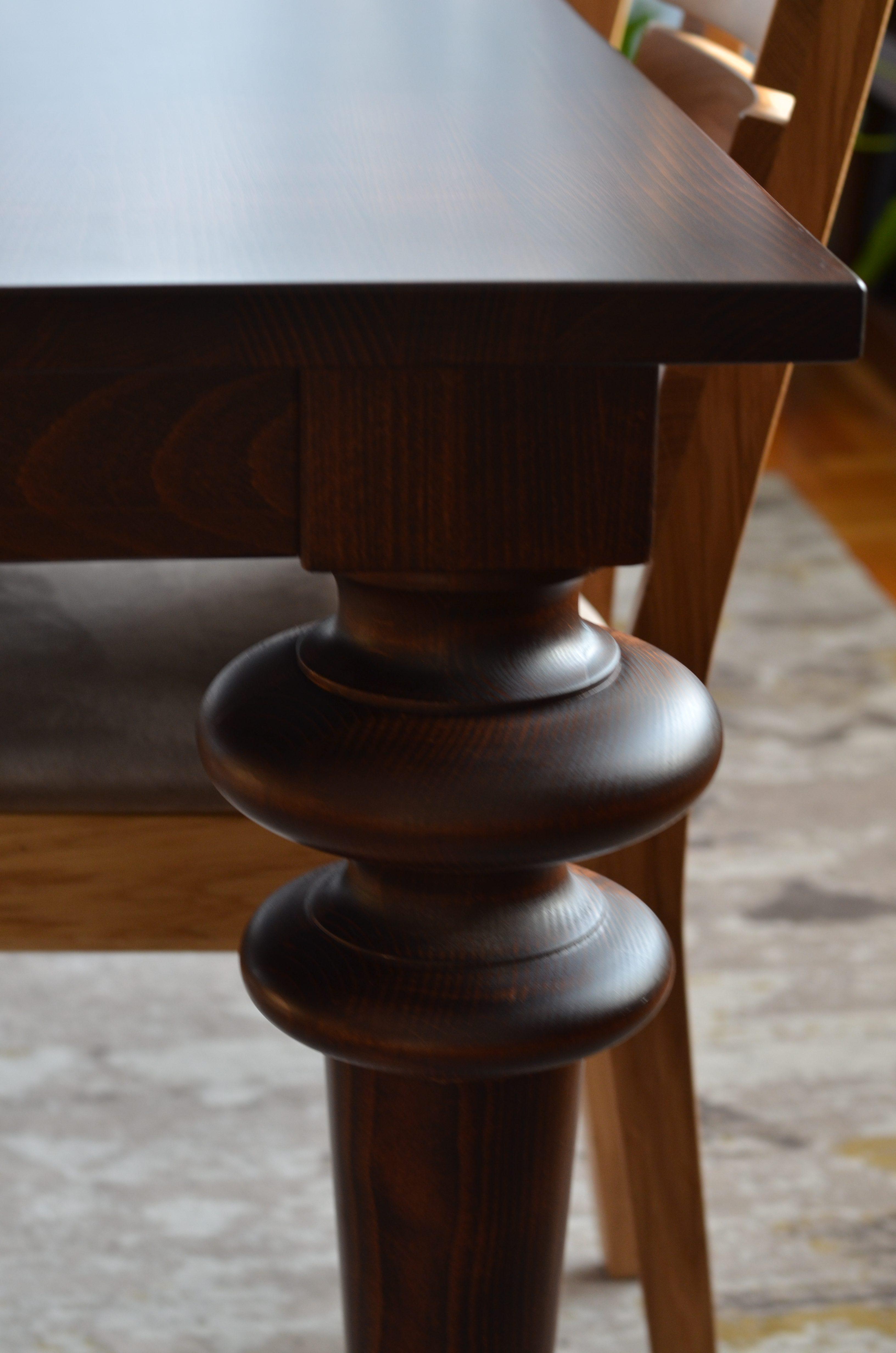 toczone nogi stołu