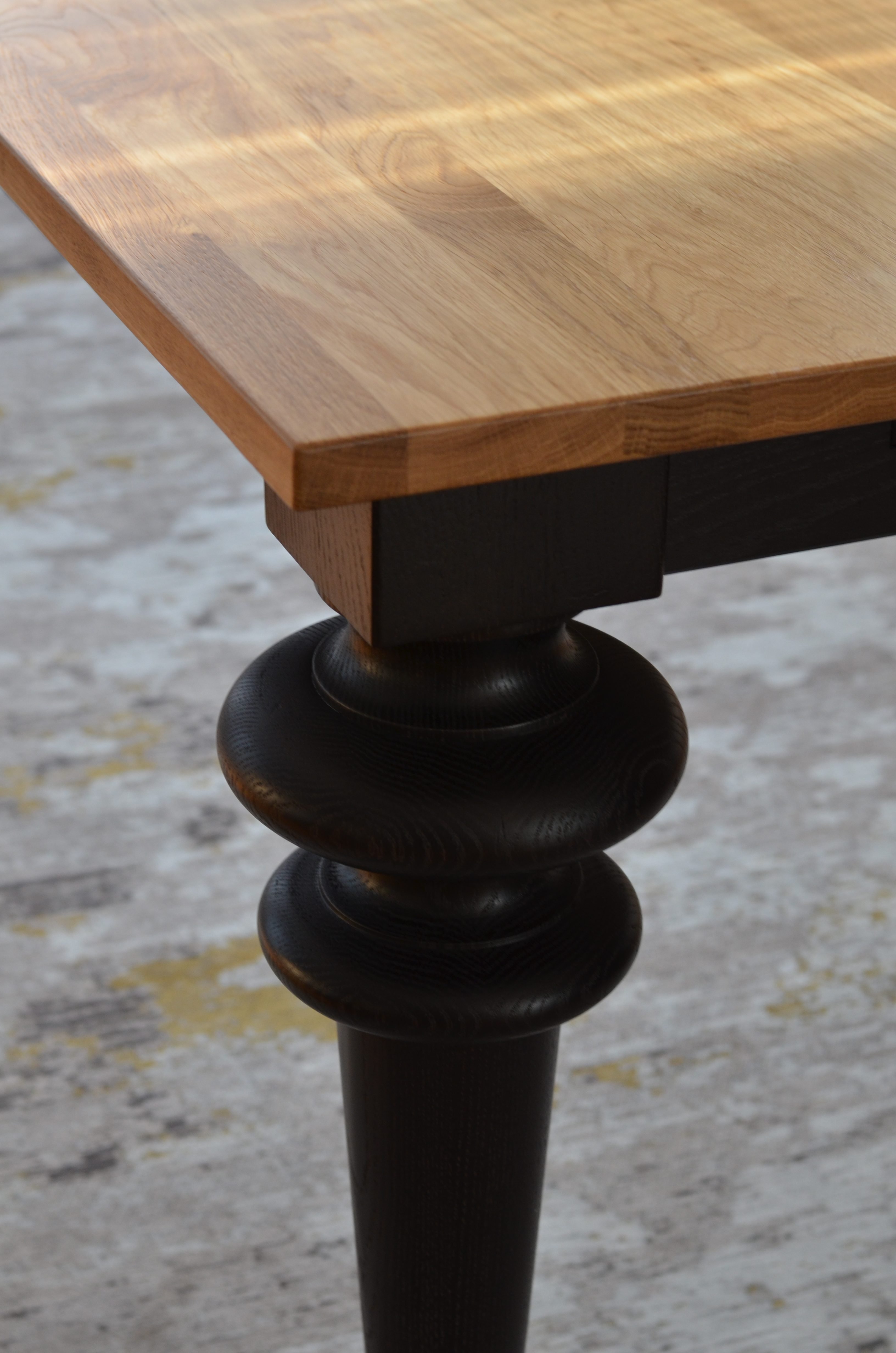 stół dębowy toczony