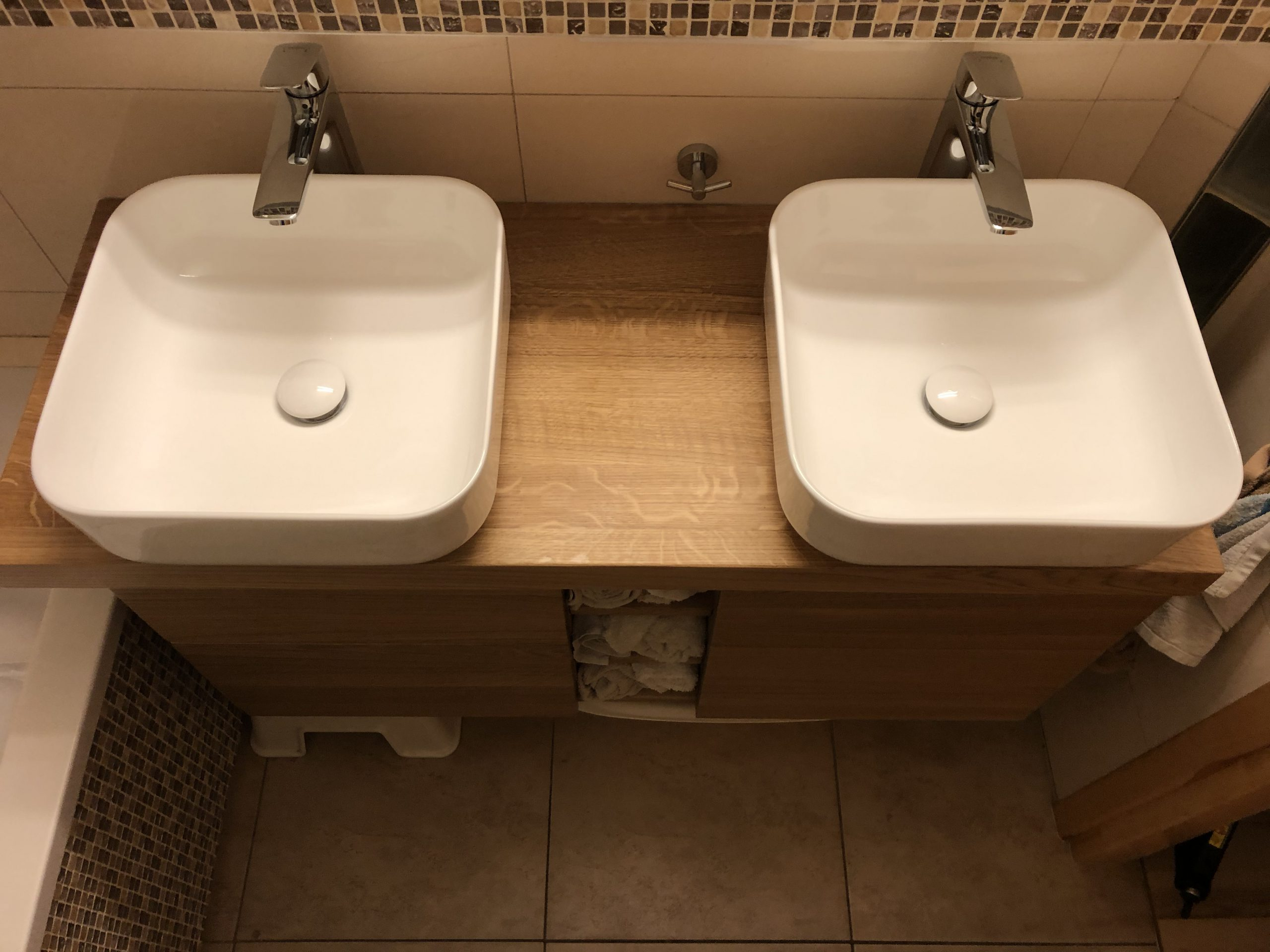 komoda łazienkowa dwie umywalki
