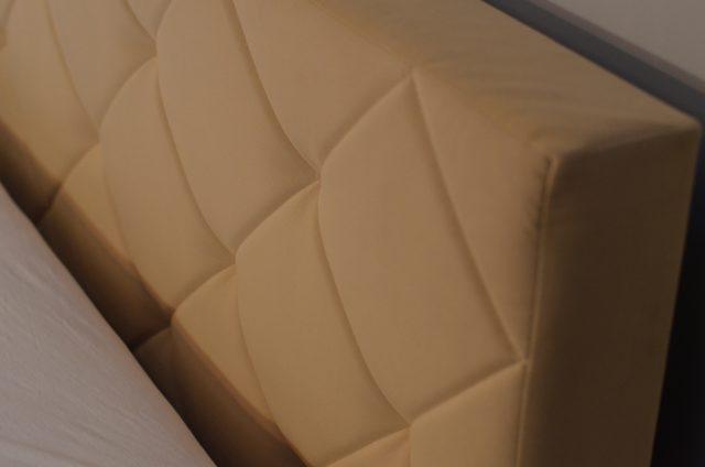 zagłówek-tapicerowany-w-łóżku